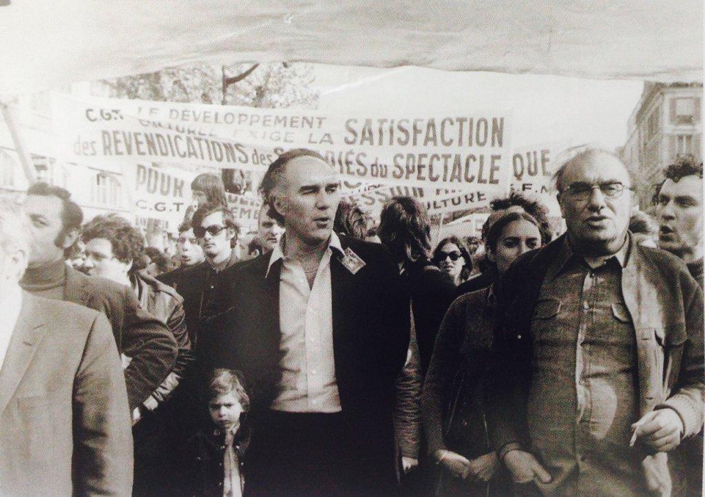 Manifestation du 1er mai 1971 / Michel Piccoli et Louis Daquin