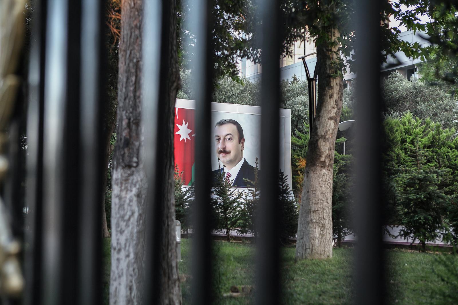 L'Azerbaïdjan d'Ilham Aliev occupe la 162e place sur 180 au classement 2015 de la liberté de la presse établi par Reporters sans frontières.