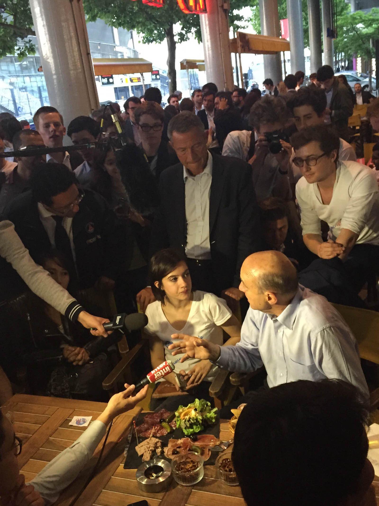Il y a des jours où les hommes politiques aiment se faire cuisiner par des journalistes.