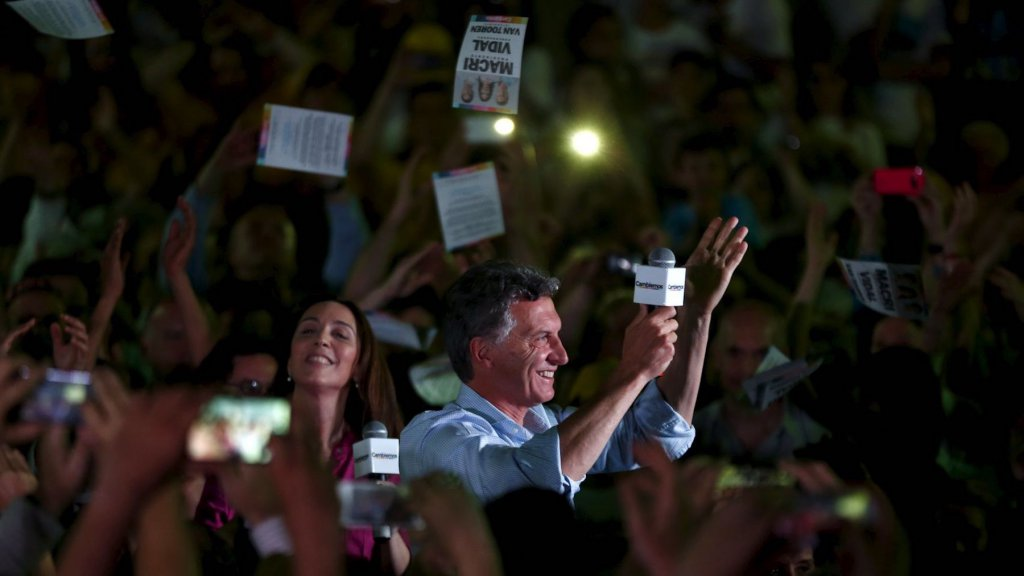 Mauricio Macri fête sa victoire avec ses militants.