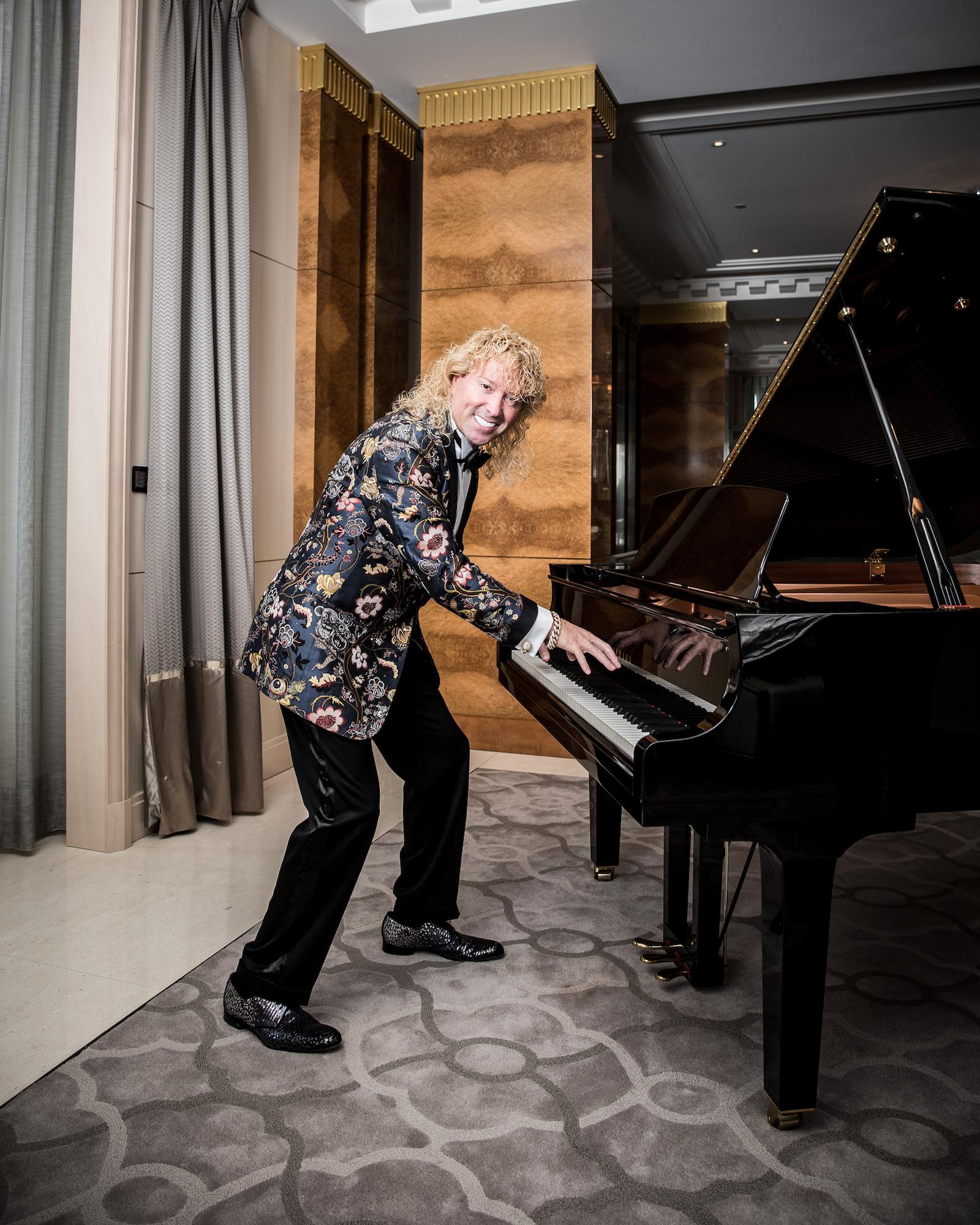Leonardo Farkas faisait du piano debout.