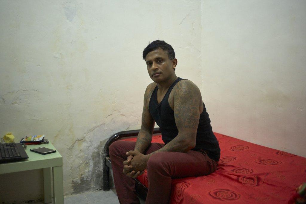 Ajith Pushpakumara a servi Snowden en tant que garde du corps pendant sa cavale.