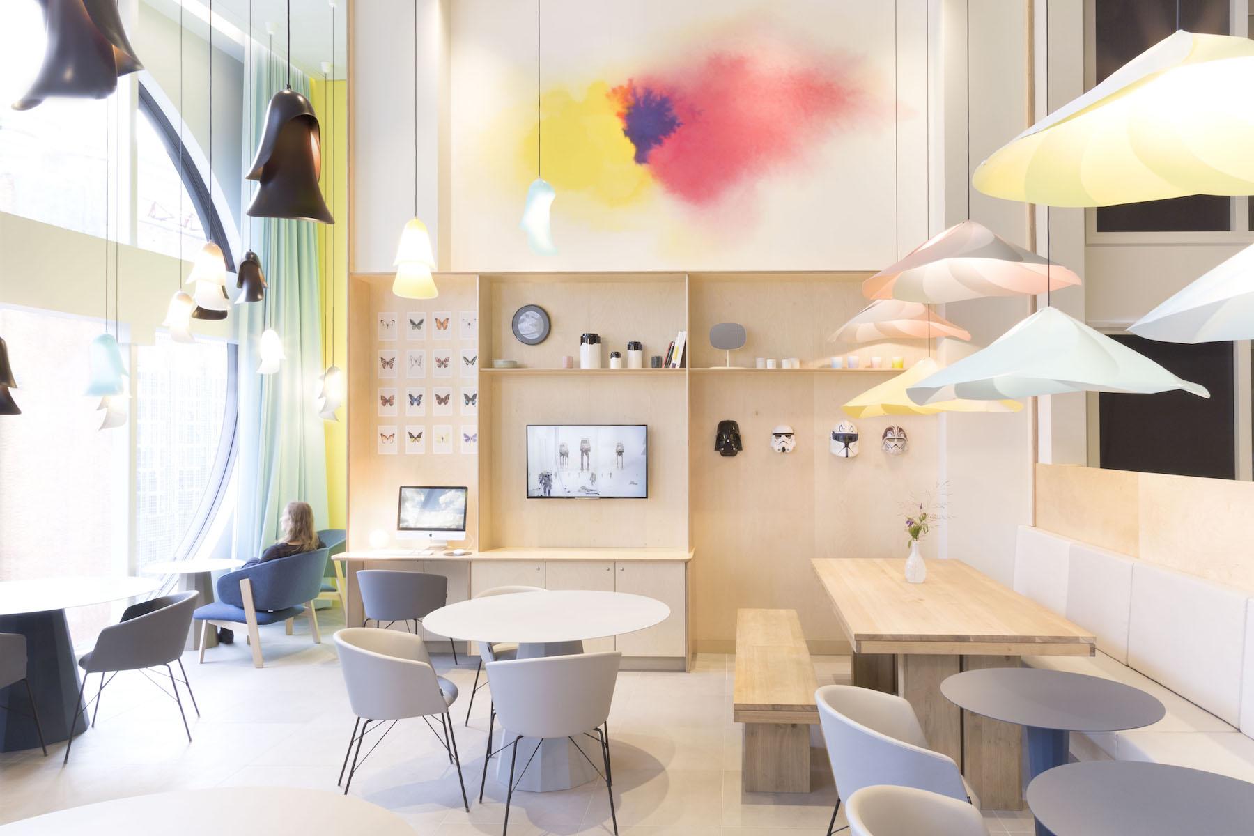 Suite Novotel, La Haye, conception du lobby et du restaurant, 2015, image © Constance Guisset Studio