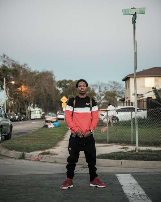 Lil L a grandi à l'angle de la 138e rue et de Dern Avenue, à Compton. Ami d'enfance de Kendrick Lamar. Tous les deux sont allés à la Centennial High School.