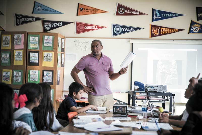 Regis Inge a fait découvrir la poésie à Kendrick Lamar, quand ce dernier était en classe de quatrième à la Vanguard Middle School, au début des années 2000.